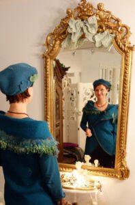 Seelenweste Walkweste Kreisweste Rundweste Wickelweste Blau filzen embellishen sticken gequiltet Merinowolle