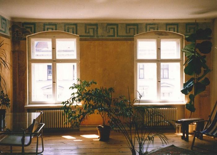 Ethnostil Wandfries Altbauwohnung Berlin Fries Malerei vintage auf Alt Wischtechnik auf Putz Wandgestaltung (3)
