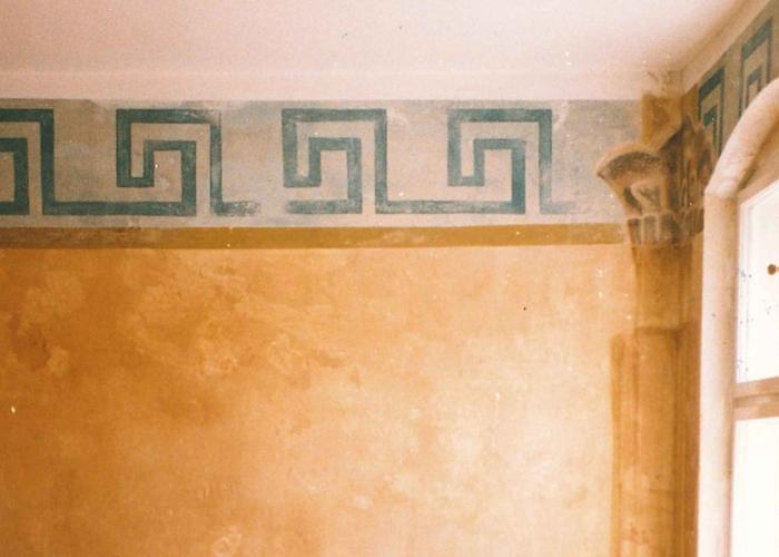 Ethnostil Wandfries Altbauwohnung Berlin Fries Malerei vintage auf Alt Wischtechnik auf Putz Wandgestaltung (5)